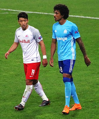 Luiz Gustavo - Luiz Gustavo and Salzburg's Hwang Hee-chan in the Europa League semi-finals, May 2018