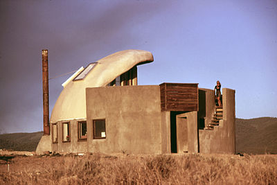 FIRST EXPERIMENTAL HOUSE COMPLETED NEAR TAOS, NEW MEXICO USING EMPTY STEEL BEER AND SOFT DRINK CANS - NARA - 556623