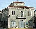 Fachada del Museo arqueologico de Rojales (Alicante).jpg
