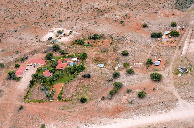 Datei:Farm Langverwacht, Namibia (2017).jpg