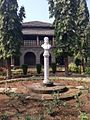 Fergusson College Gokhale Institute Statue.JPG