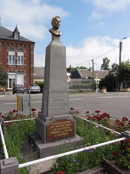 Ferrière-la-Grande (Nord, Fr) buste Docteur Lantier