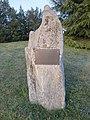 Feyzin - Stèle ancienne motte (avr 2019).jpg