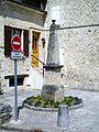 Fleurines (60), rue du général de Gaulle (D 1017), ancienne fontaine à l'entrée de l'impasse (2).jpg