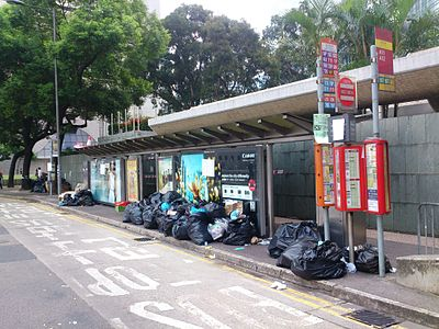 Front of Statue Square Bus Stop on 2014-09-30.JPG