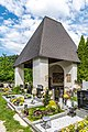Gallizien Friedhofskapelle Kriegerdenkmal 09052018 3204.jpg