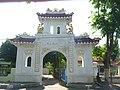 Gapura Oriental Pemakaman Tionghoa.jpg