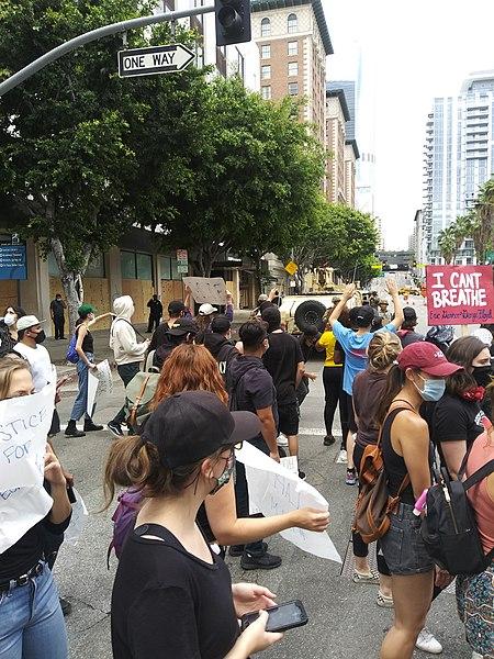 File:George Floyd protest in Downtown Los Angeles, passing National Guard.jpg Description Deutsch: Georg-Floyd-Demonstranten an einem Posten der kalifornischen Nationalgarde. Date2 June 2020, 13:59:47 SourceOwn work AuthorKriddl