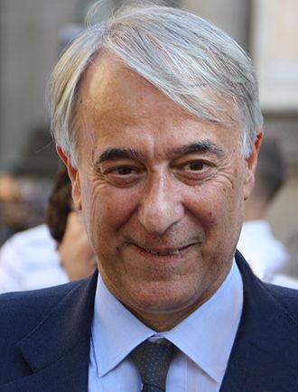 Milan municipal election, 2011 - Image: Giuliano Pisapia in Piazza Scala a Milano, 27 giugno 2012