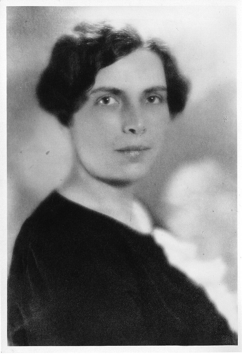 Gladys Rowena Henry Dick (1881-1963).jpg