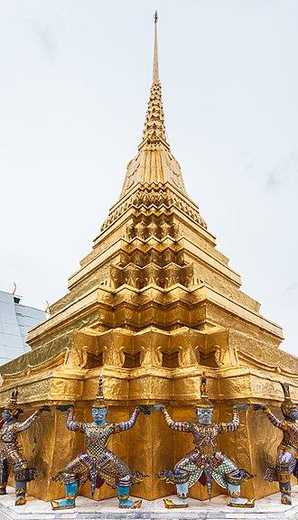 Wat Phra Kaew - Golden Chedi of Wat Phra Kaew