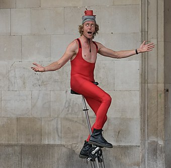 A street performer on the performance space by St Paul's Church GreatDaveCoventGarden4.jpg