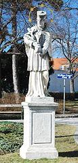 Johannes-Nepomuk-Statue am Kirchenplatz Oberlaa