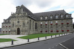 Guingamp (22) Hôtel de Ville 08.JPG
