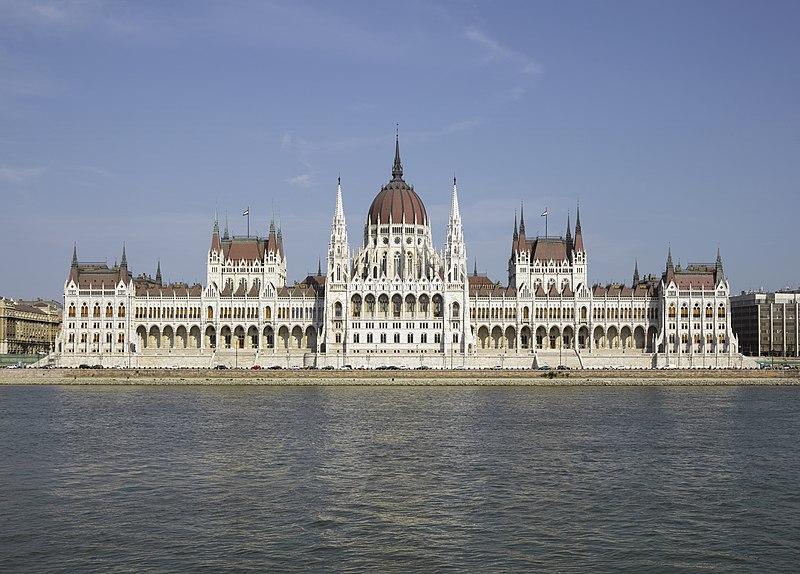 800px-HUN-2015-Budapest-Hungarian_Parliament_%28Budapest%29_2015-01_crop