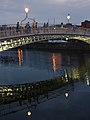 Ha'penny Bridge & River Liffey, Dublin (507189) (32897146055).jpg