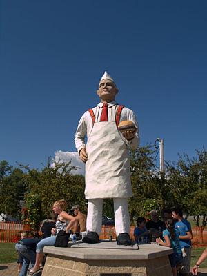 Charlie Nagreen - Hamburger Charlie Statue