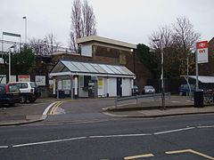 Hampton Wick stn main entrance.JPG