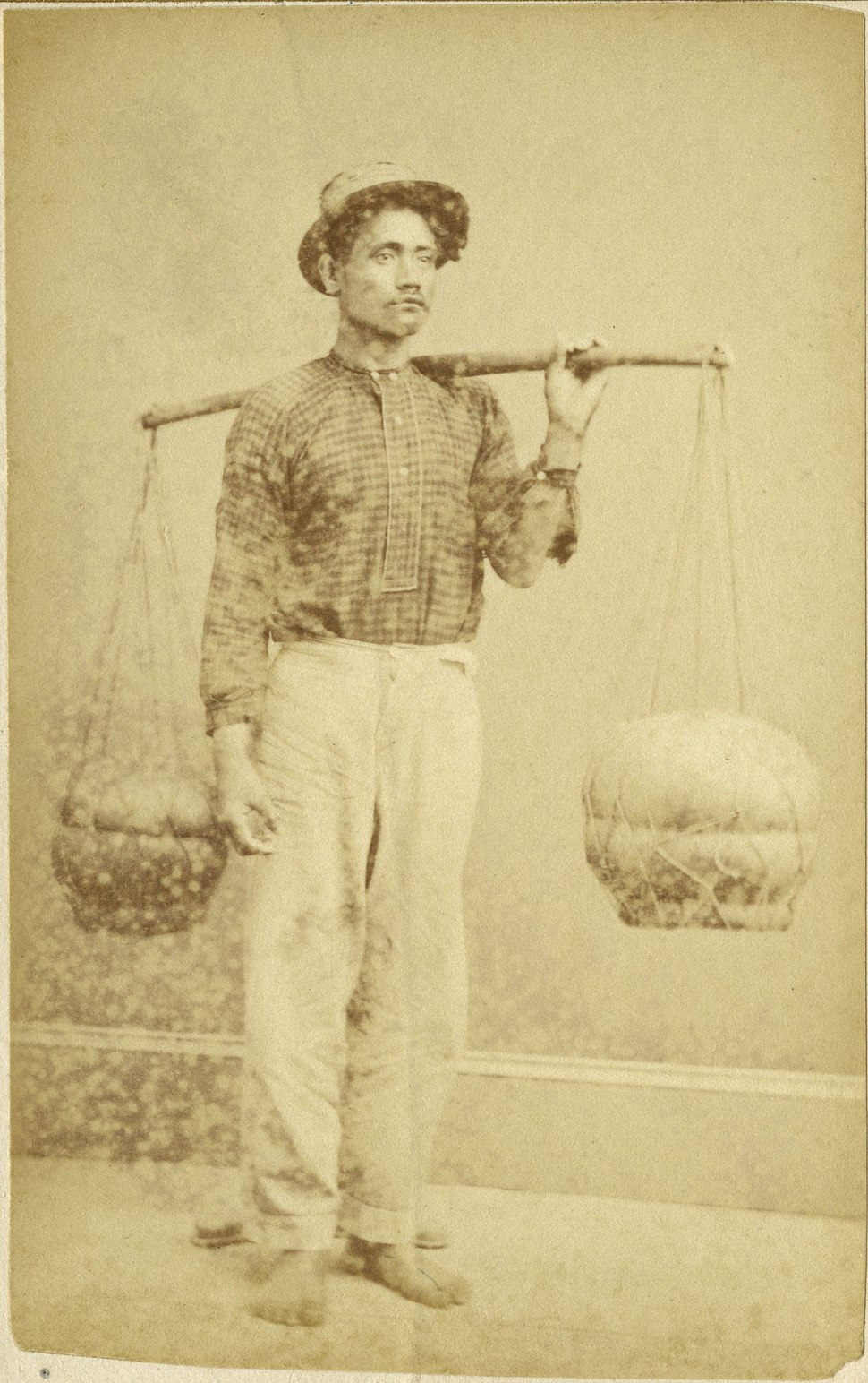 Hawaiian poi dealer, photograph by Menzies Dickson