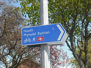 Cycling in Cardiff - A directional sign for cyclists in Llanishen