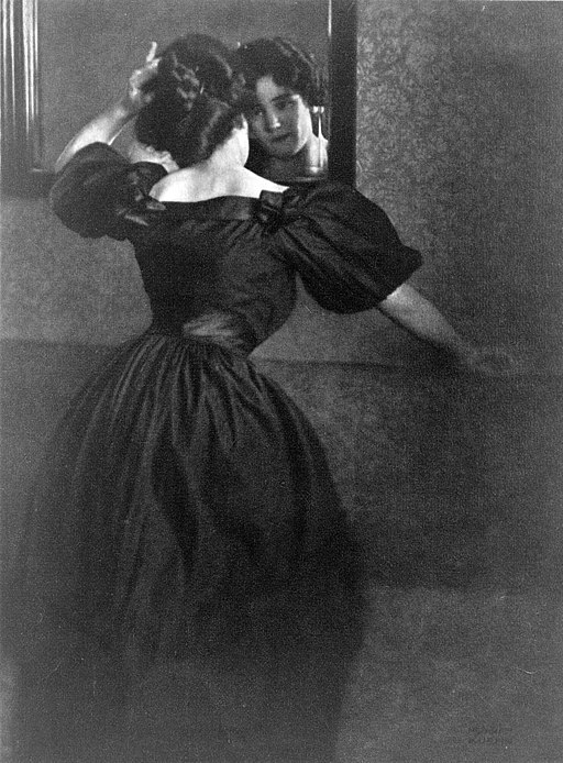 Heinrich Kuhn - Girl with mirror cph.3c35714