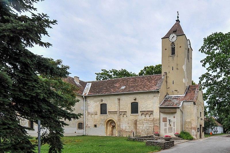 File:Hennersdorf Kirche.jpg