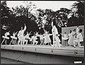 Het Nationale ballet, o.l.v. Sonia Gaskell, danst 'Suite en Blanc' tijdens een o, Bestanddeelnr 141-0804.jpg