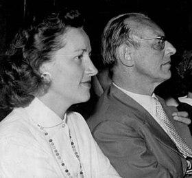 Carl Orff. acompanhado de Lieselotte Holzmeister.
