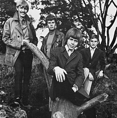 Ulvaeus (center) with the Hootenanny Singers.