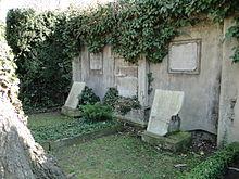 Grab von Wolf Adolf August von Lüttichau auf dem Trinitatisfriedhof in Dresden (vor Restaurierung) (Quelle: Wikimedia)