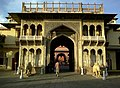 Inde Rajasthan Jaipur City Palace Singh Pol - panoramio.jpg