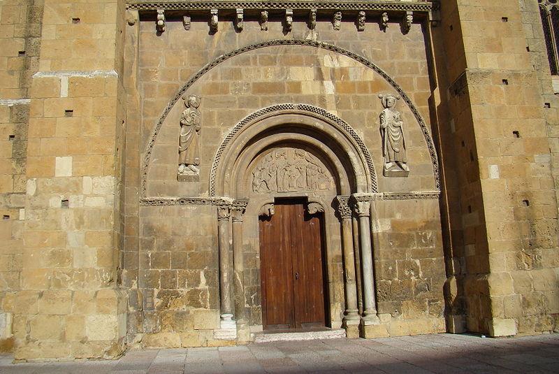 File:Isidoro Leon fachada sur puerta Perdon lou.jpg