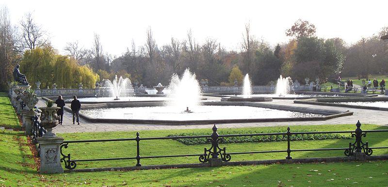 https://upload.wikimedia.org/wikipedia/commons/thumb/f/f1/Italian_Garden_fountains.jpg/800px-Italian_Garden_fountains.jpg