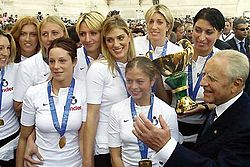 Italy women's national volleyball team 2002.jpg