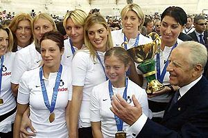 Italy women's national volleyball team - The women's national team with the President of the Italian Republic Carlo Azeglio Ciampi.