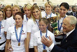 Italy women's national volleyball team - The women's national team with the President of the Italian Republic Carlo Azeglio Ciampi.