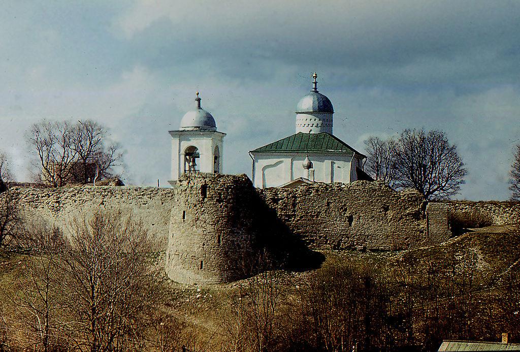 Стены крепости и Никольский собор