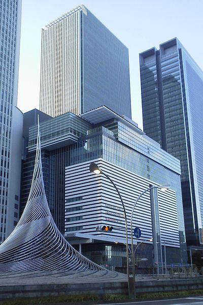 古屋駅桜通口から望むJRゲートタワー(タカシマヤ)