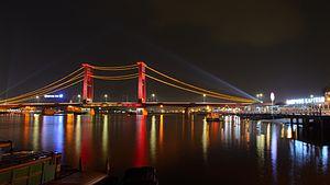 Palembang - Image: Jembatan Ampera awak