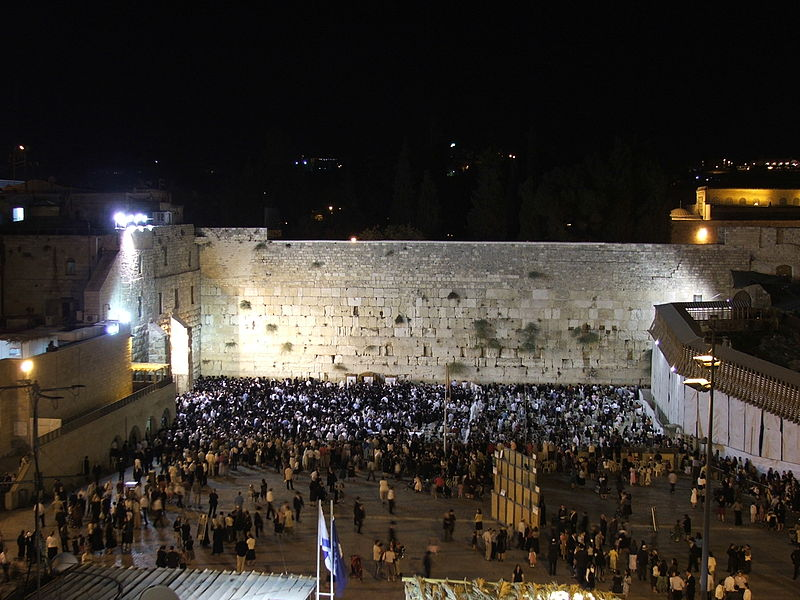 File:Jerusalem Kotel night 9082.JPG