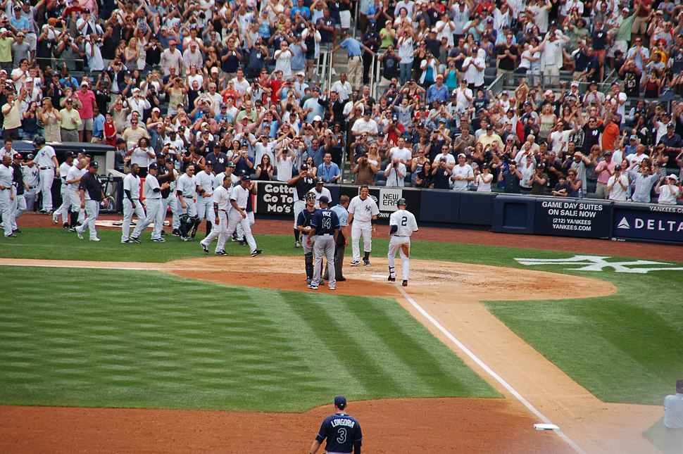 Jeter crosses home plate after 3000th