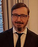 John Hodgman at BookExpo 2017 (35111670055) (cropped).jpg