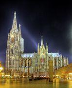 Kölner Dom - Südseite bei Nacht (7270-72).jpg