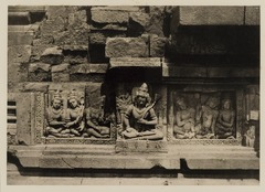 KITLV 40039 - Kassian Céphas - Reliefs on the terrace of the Shiva temple of Prambanan near Yogyakarta - 1889-1890.tif