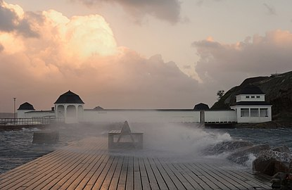 Kallbadhuset Lysekil during storm.jpg