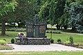 Karlín (HO), pomník.jpg