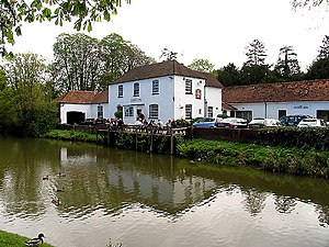 Kintbury - Image: Kennet and Avon Canal at the Dundas Arms, Kintbury geograph.org.uk 6270