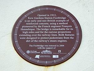 Kew Gardens station (London) - Heritage sign on the footbridge