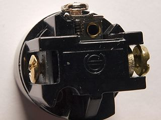 the base of a keyless 3-way socket