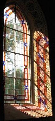 Φως που μπαίνει από παράθυρο εκκλησίας